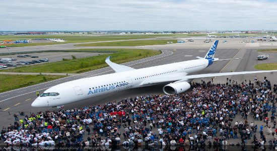 Airbus completes first A350 XWB painting in Toulouse