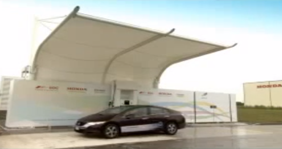 Honda FCX clarity at the Swindon hydrogen refueling station video grab