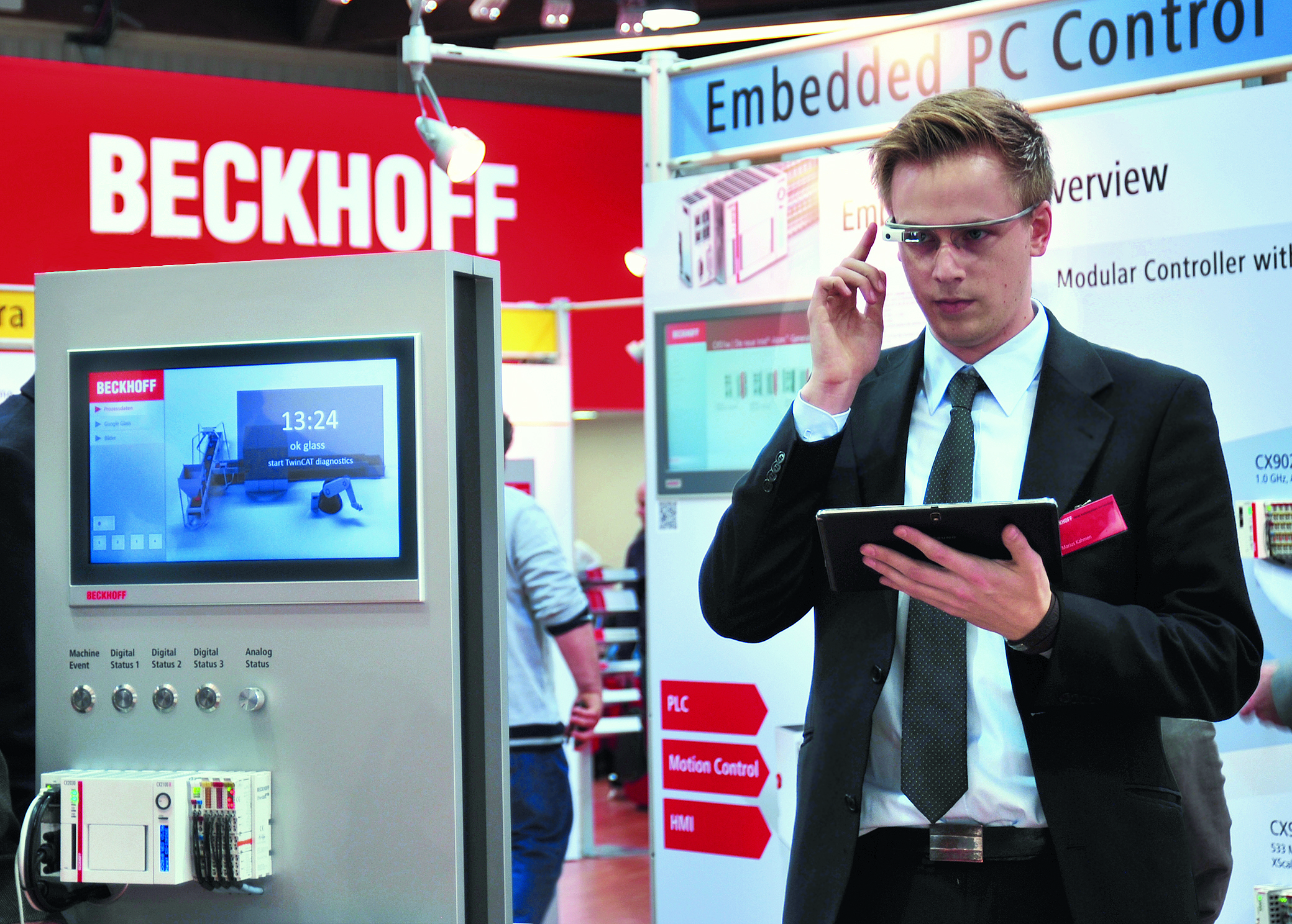 Armchair operator: Beckhoff's Google Glass application allows you to see the status of a machine from a remote location