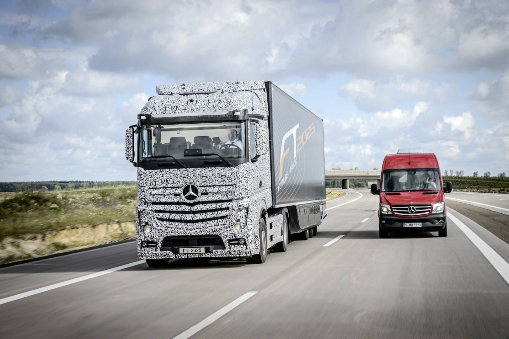 Future Truck 2025 is a self-driving truck that Mercedes-Benz claims could hit motorways within the next decade.