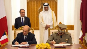 French President,François HollandeandCheikh Tamim Ben Hamad, Emir of the State of Qatar witness the signing ceremony - image courtesy of Dassault Aviation.