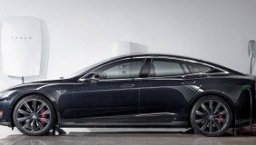 A Tesla Energy Powerwall charges a Tesla vehicle. Image courtesy of Tesla.