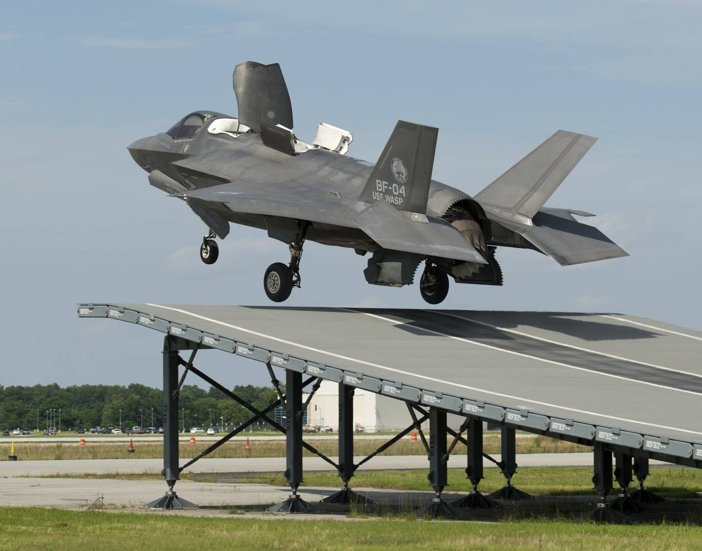 BAE Sysems pilot Peter Wilson launches F35 aircraft BF04 from land based ski jump-lpr