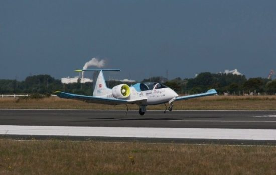 The Airbus E Fan electric aircraft sucessfully crossed the English Channel. Image courtesy of Airbus.