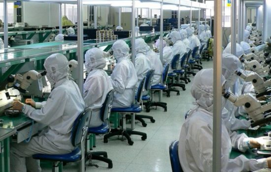 Workers assemble components at a Chinese electronics factory. Image courtesy of Flickr Steve Jurvetson.