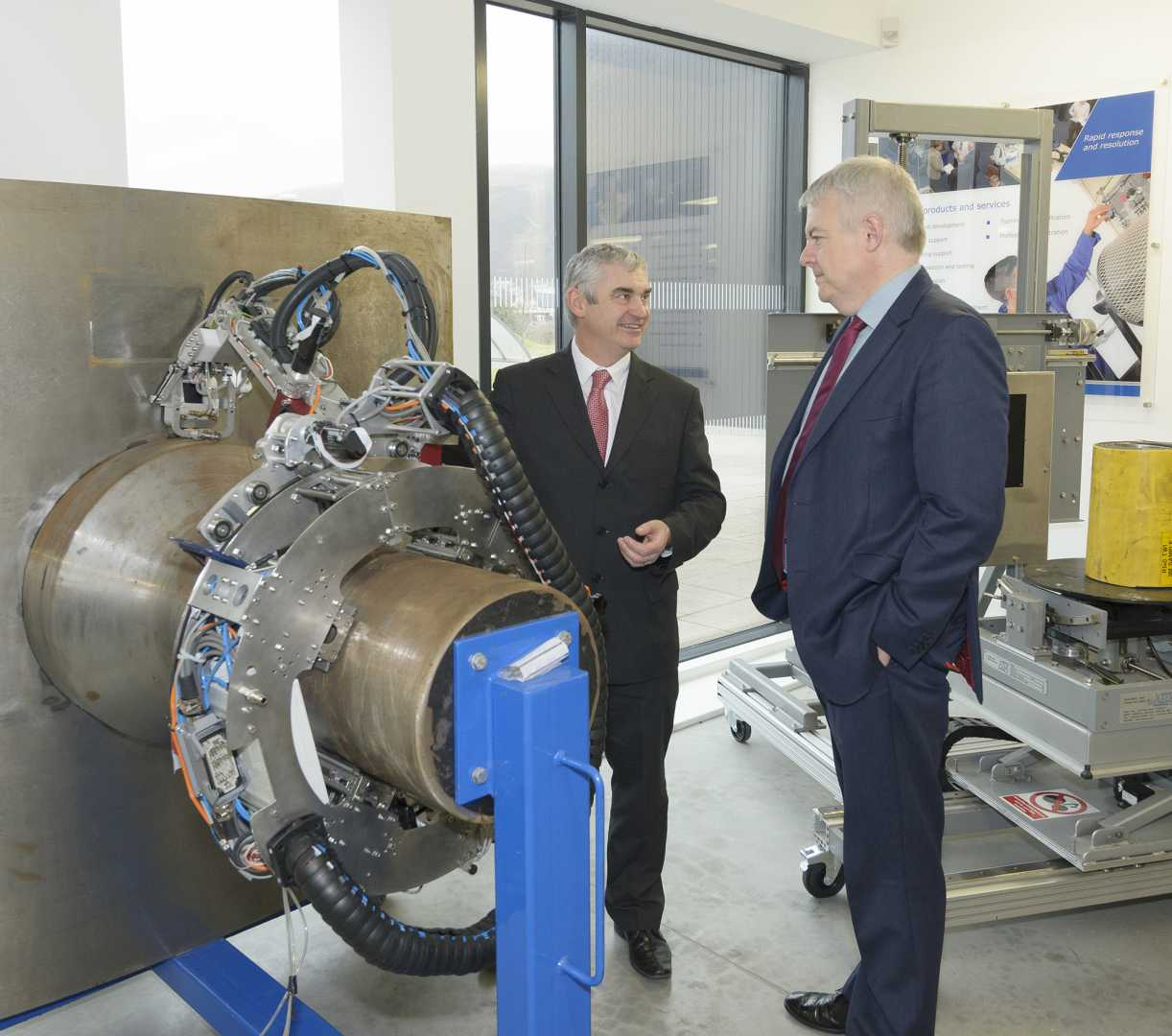 First Minister of Wales, Carwyn Jones, visited TWI Technology Centre in Port Talbot this week to announce EU funding in support of a new research institute for advanced engineering.