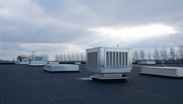 Systems like the Colt CoolStream evaporative cooling system offer a high level of fresh air supply combined with low energy use and have low operating costs.