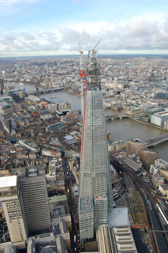 GGR Group's UNIC URW-706 mini crane worked alongside the Shard's tower crane to help it complete the building's glazing work on schedule (image courtesy of GGR Group).