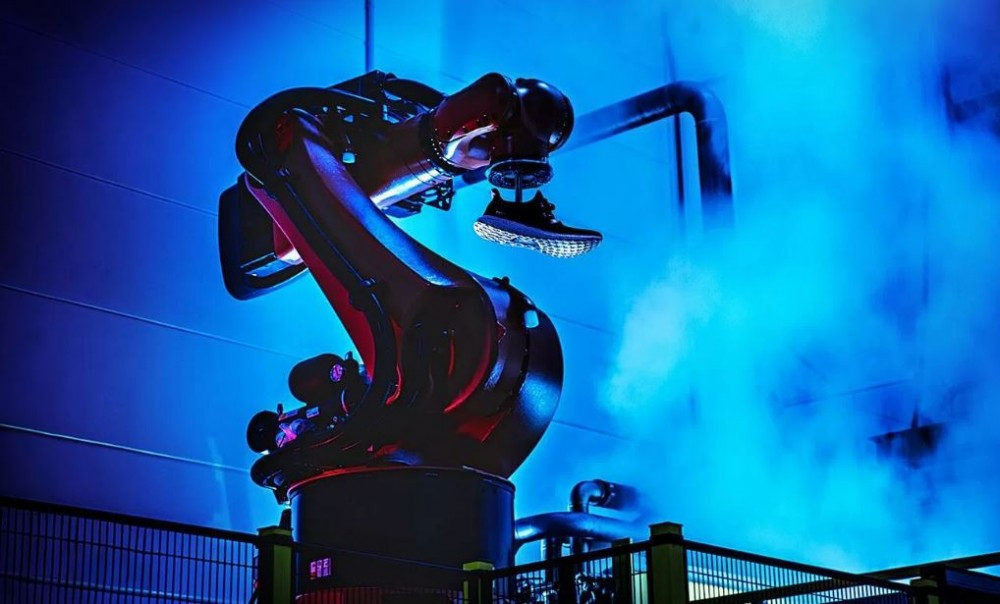 Calamidad Suplemento Consejo  Adidas returns to Germany with robotic manufacturing