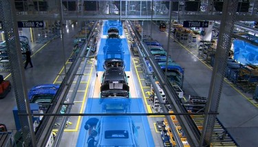 Tracked cars on a moving assembly line, wiht tool car interactions highlighted - image courtesy of Ubisense.