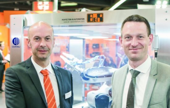 L to R: Walter Burgstaller, sales director - Europe (B&R) and Tobias Daniel, head of sales & marketing (COMAU Robotics) presented openROBOTICS for the first time at SPS IPC Drives 2015.