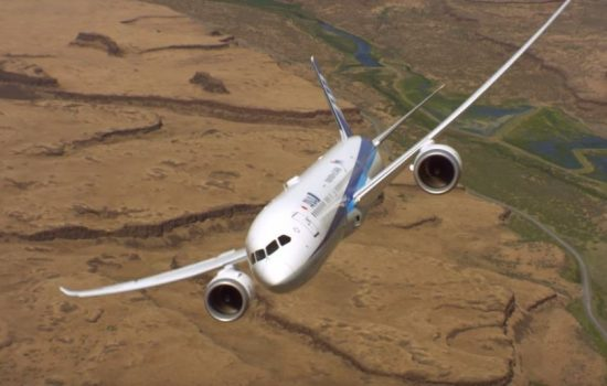 A Boeing 787-9 conducts aerobatic stunts. Image courtesy of Boeing.