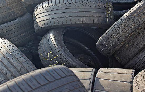 El hule, también llamado caucho, es un material utilizado por la industria para fabricar productos plásticos. Pixabay.