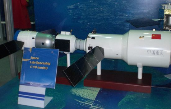 A model of the Tiangong-2 space lab docked with Shenzhou-11. Image courtesy of Wikipedia.