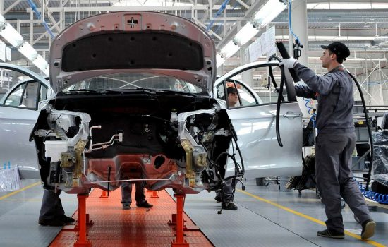 Stock UK Automotive Industry Worker Factory Line UK manufacturing Drive Midlands