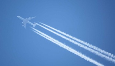Aircraft are a major source of global CO2 pollution. Image courtesy of Flickr - fdecomite