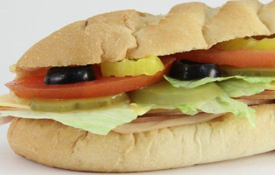 Subway provee productos saludables e innovadores, que son elaborados según el gusto de cada cliente. Foto Pixabay.