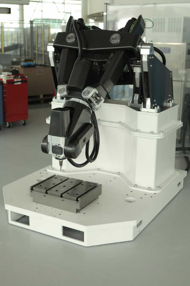 The reconfigurable carbon composite robotic machine tool built by the AMRC – image courtesy of AMRC.