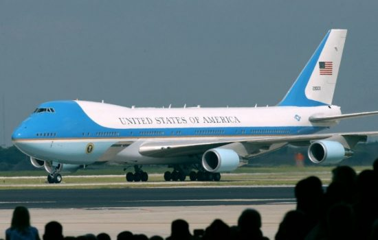An existing Air Force One aircraft based on a Boeing 747. Image courtesy of Wikipedia.