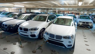 Each of the 9,000 vehicles BMW produces everyday has to be swiftly and accurately shipped to its global dealer network – image courtesy of BMW Group.