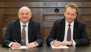 Professor Edward Peck (NTU) & Frank Thiesen (AECOM) – image courtesy of NTU.