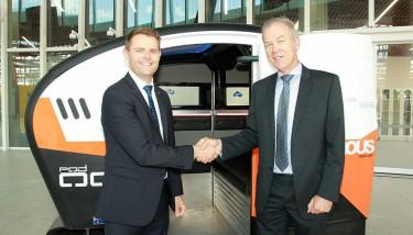 L to R: Hon. Stephen Mulligan MP (Minister for Transport & Infrastructure) and Roger van der Lee (RDM Group).