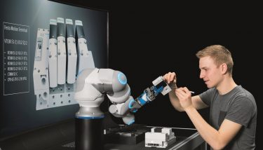 The movements of the BionicCobot can be finely regulated to be either powerful and dynamic, or delicate and yielding - image courtesy of Festo.