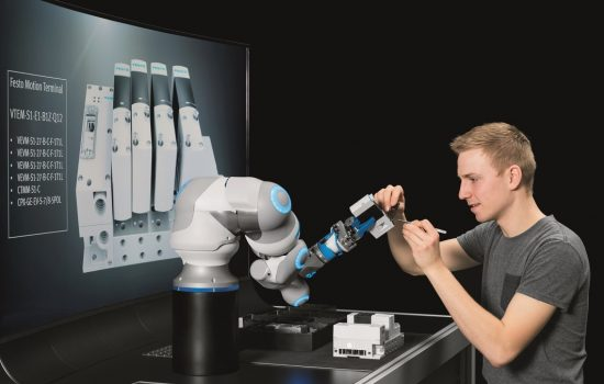 Bionic Robot - The movements of the BionicCobot can be finely regulated to be either powerful and dynamic, or delicate and yielding - image courtesy of Festo.