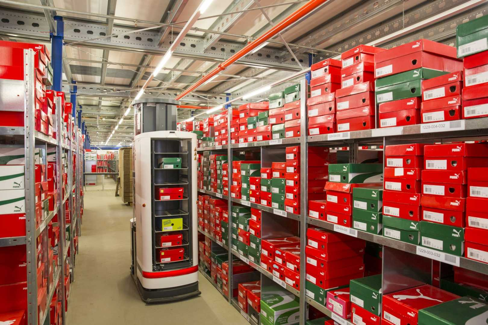 Intelligent Warehouse - TORU was built as a perception-controlled robot, which enables the system to learn on the spot independently - image courtesy of ITG