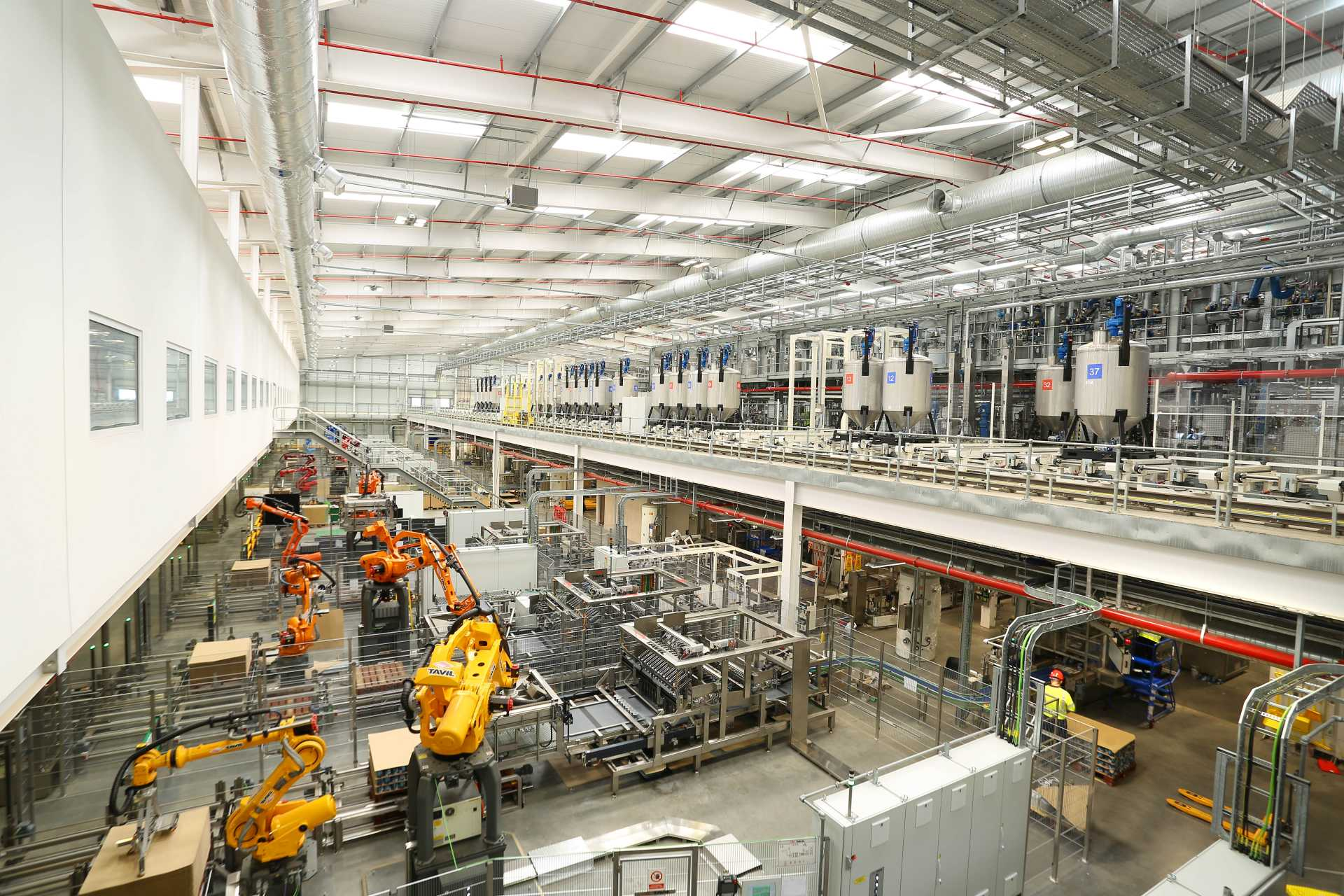 The Ashington factory will be capable of doubling current UK production levels to 200 million litres per year, the equivalent of 80 million 2.5 litre cans of Dulux – image courtesy of AkzoNobel.