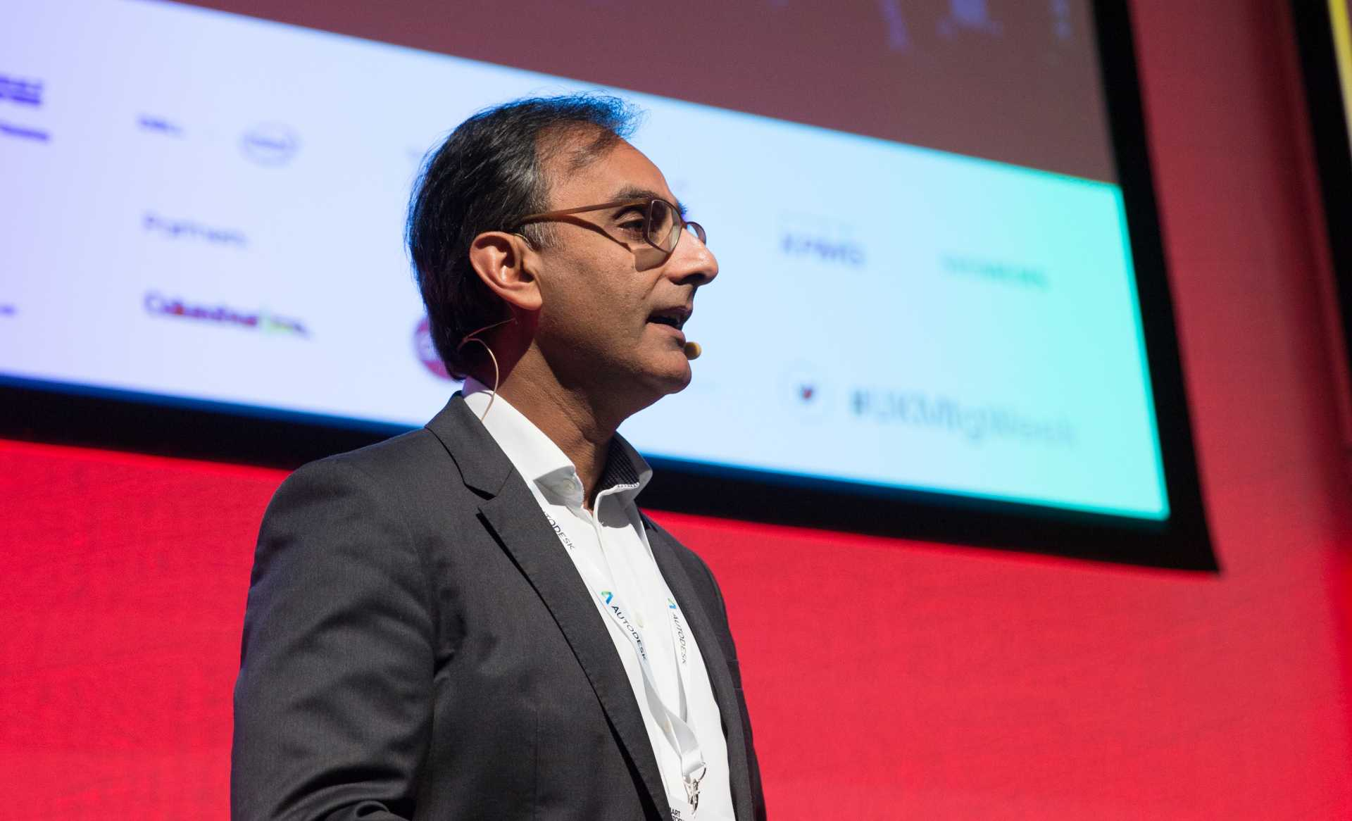 Asif Moghal, manufacturing industry manager at Autodesk, delivering his keynote at Leaders Conference 2017 – image courtesy of The Manufacturer.