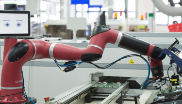 To help workers predict the motions of Sawyer, the cobots eyes (displayed on its head-like screen) move in the direction of the upcoming hand movement – image courtesy of Rethink Robotics.