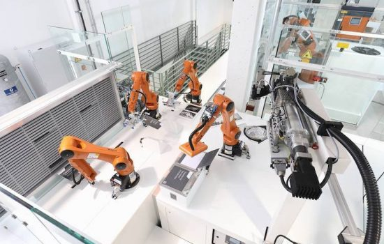 A collaboration between MHP, KUKA and Munich Re, are combining their strengths and jointly developing the 'SmartFactory as a Service' concept.