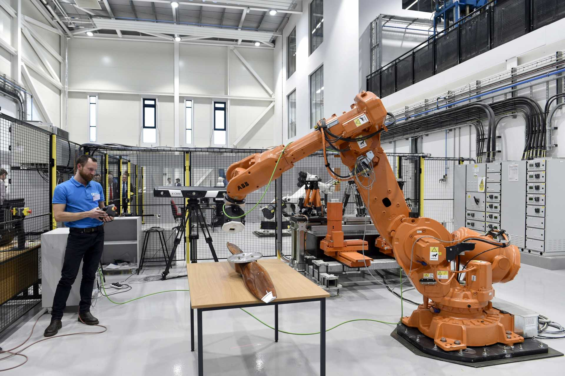 "Juergen Maier said that the building will help place the East Midlands at the centre of digital manufacturing: ""It's important because our future lies in driving a new technological revolution focusing on AI, automation, robotics and 3D printing."""