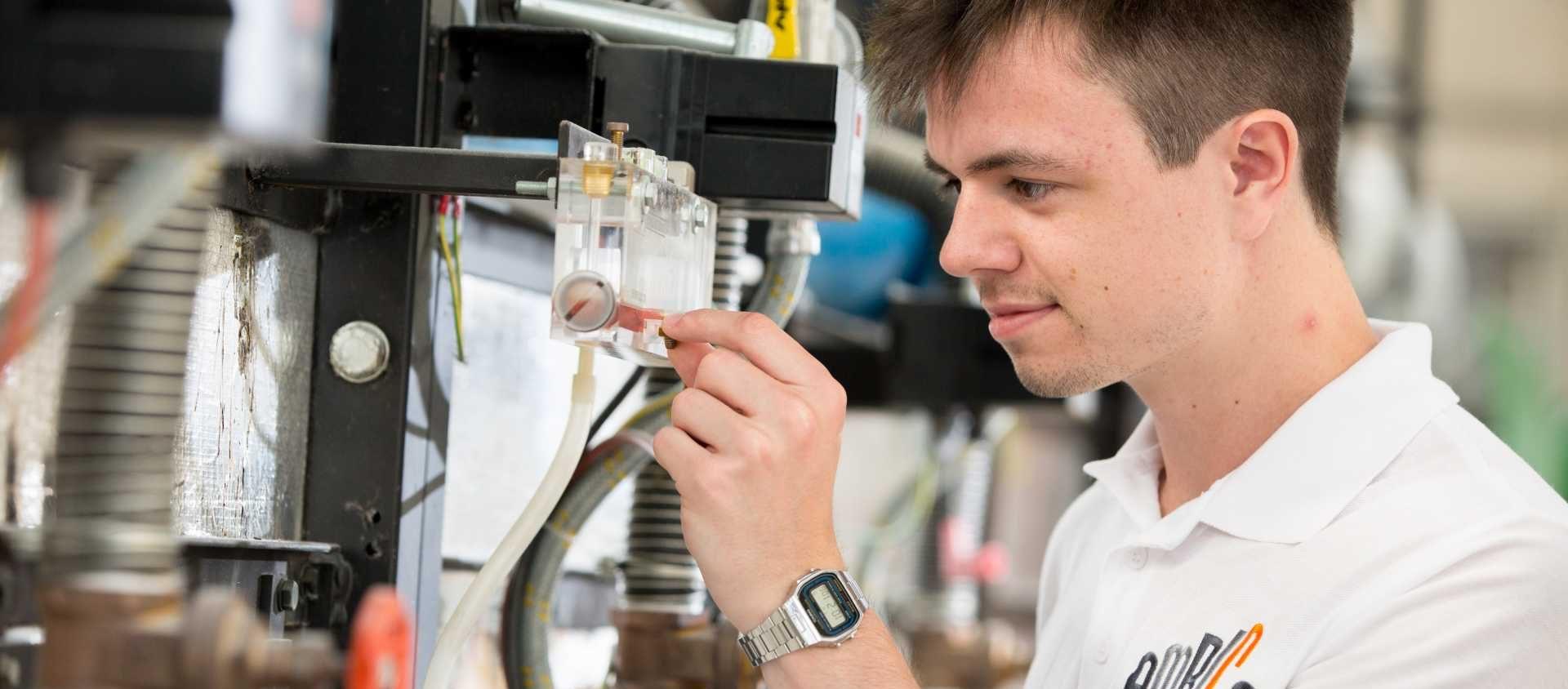 New ceramic materials science apprenticeship