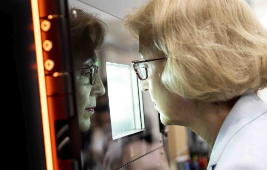 Rt Hn Dame Andrea Leadsom DBE MP watches a Renishaw AM machine in action. Image courtesy of DMC