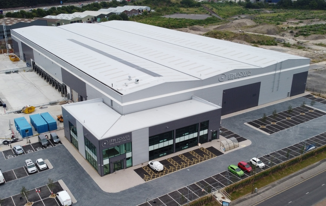 The recently-opened Sheffield Gigafactory is home to a high capacity, semi-automated electrolyser manufacturing facility and a Hydrogen Academy to train apprentices and local engineers. Image courtyes of ITM POWER.