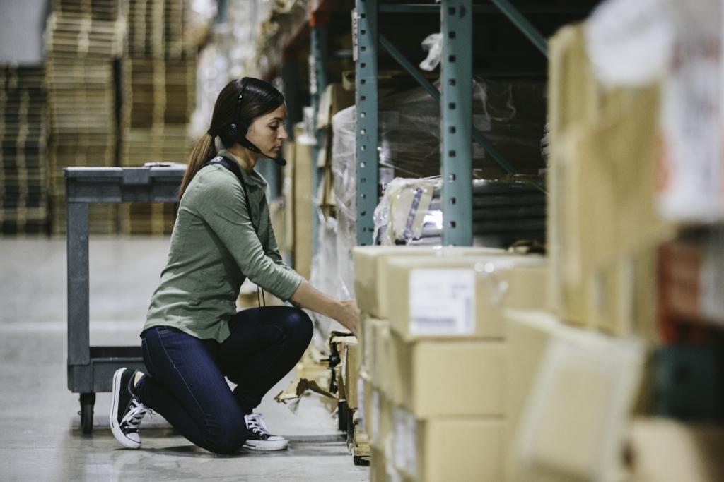 hs3100-warehouse-picking. Image courtesy of Zebra.